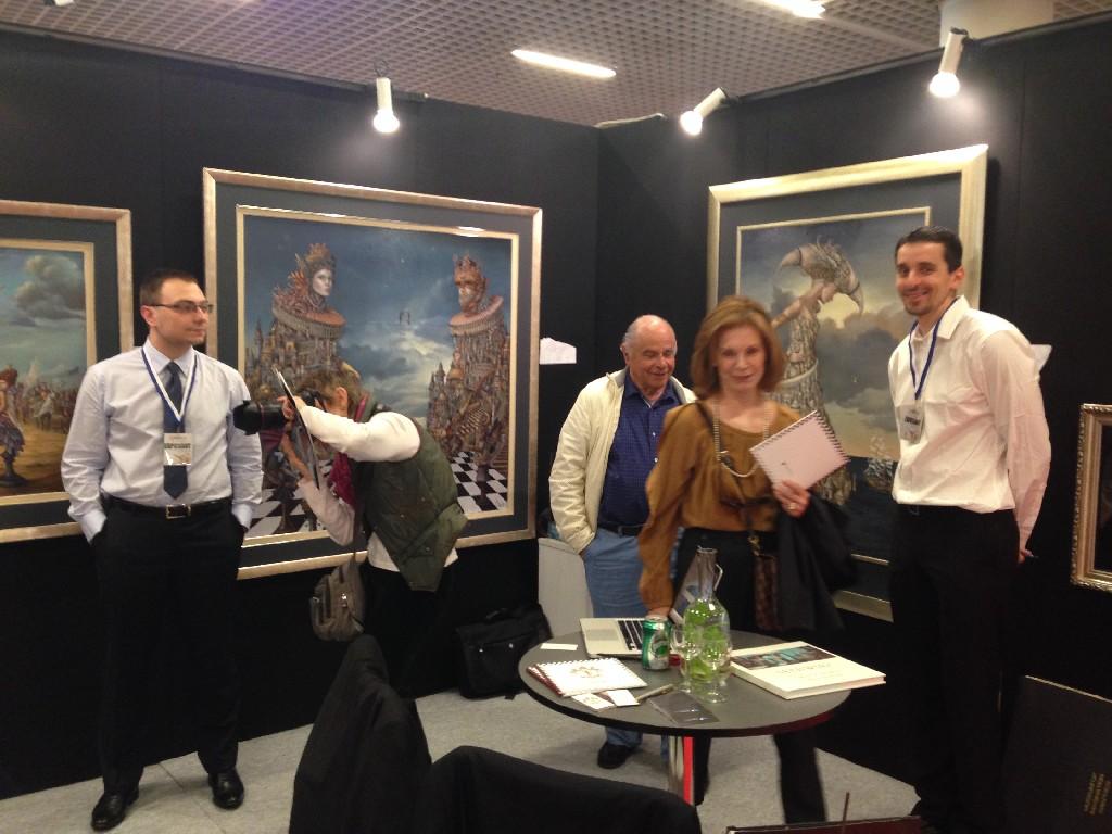 Stoisko Touch of Art na targach Art Monaco 2014. Jacek Jaros i Paweł Kamiński wśród zaciekawionych kolekcjonerów.